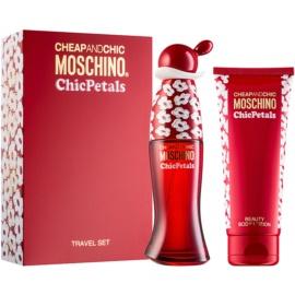 Moschino Cheap & Chic Chic Petals dárková sada IV.  toaletní voda 50 ml + tělové mléko 100 ml
