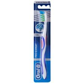 Oral B Pro-Expert CrossAction Extra Clean fogkefe közepes Dark Blue & Red