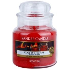 Yankee Candle Cosy By the Fire świeczka zapachowa  104 g Classic mała