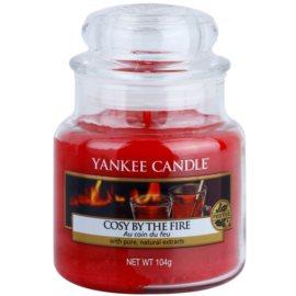 Yankee Candle Cosy By the Fire vonná svíčka 104 g Classic malá