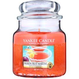 Yankee Candle Passion Fruit Martini vonná sviečka 411 g Classic stredná