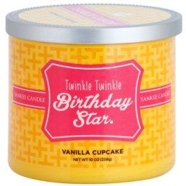 Yankee Candle Vanilla Cupcake vonná svíčka 238 g  (Twinkle Twinkle Birthday Star)