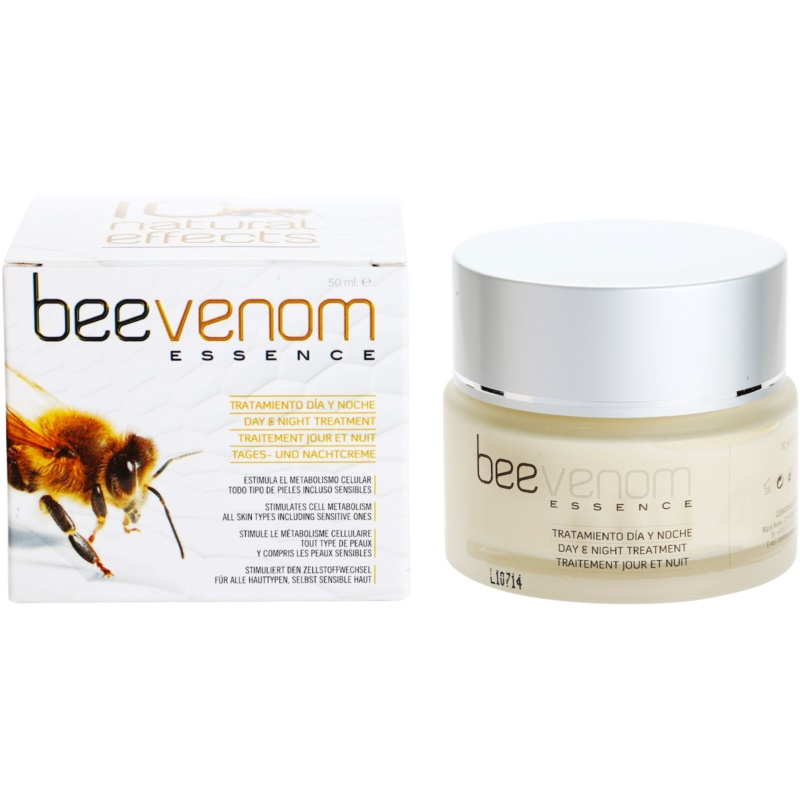 This bee pollen face cream requires bee pollen extract, found in health food stores or online. Using the extract instead of bee pollen grains will prevent clumping in.