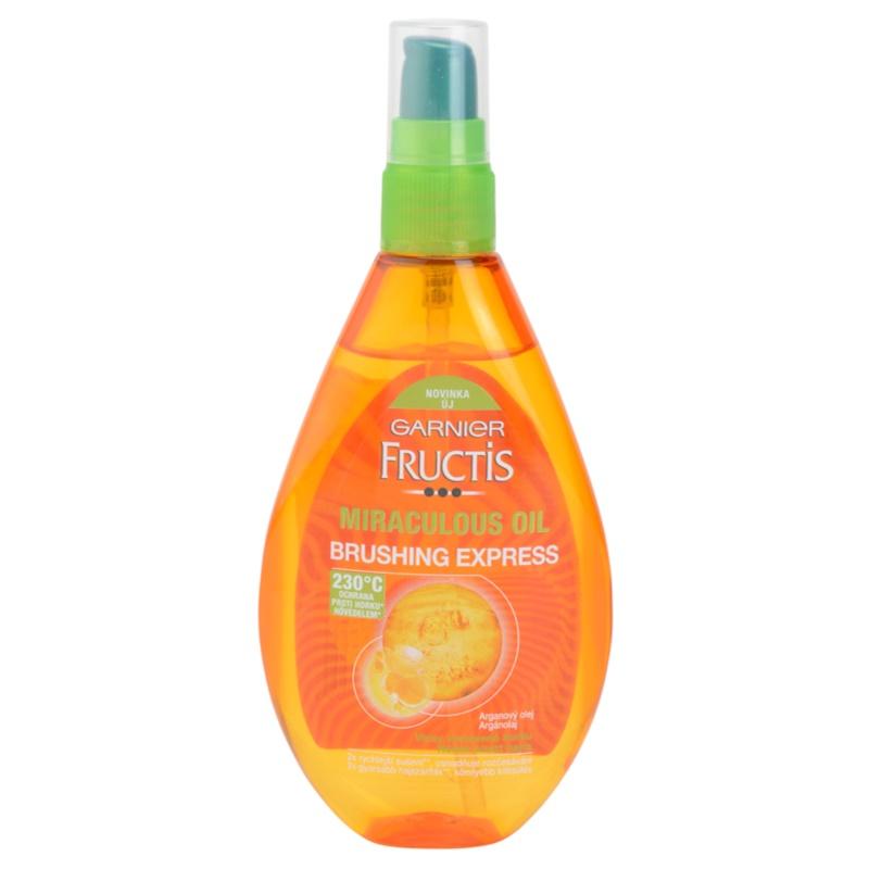 Le masque pour les cheveux avec le miel par loeuf et les huiles volatiles
