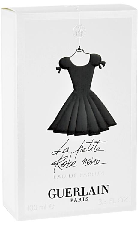 Parfum pour femme robe noire